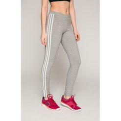 Adidas Originals - Legginsy. Szare legginsy marki adidas Originals, na co dzień, z nadrukiem, z bawełny, casualowe, z okrągłym kołnierzem, proste. Za 149,90 zł.