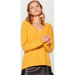 Sweter oversize Gold Label - Żółty. Żółte swetry oversize damskie marki Mohito, l, z dzianiny. Za 139,99 zł.