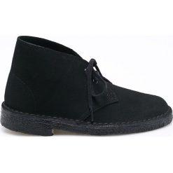 Clarks - Botki. Czarne buty zimowe damskie Clarks, z materiału, z okrągłym noskiem, na sznurówki. W wyprzedaży za 259,90 zł.