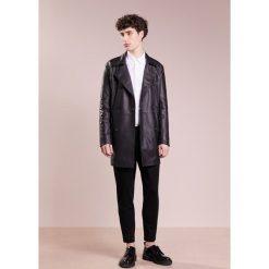 Płaszcze przejściowe męskie: Bruuns Bazaar DYLAN LEATHER Krótki płaszcz black
