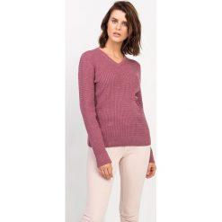 Swetry klasyczne damskie: Sweter w kolorze brudnego różu