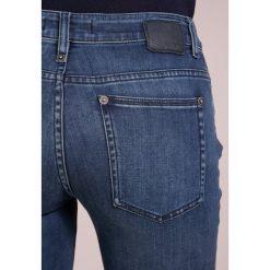 DRYKORN PULL Jeansy Slim Fit dark blue denim. Niebieskie rurki damskie DRYKORN. W wyprzedaży za 384,30 zł.