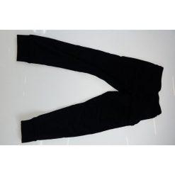 Chinosy chłopięce: Under Armour Spodnie dziecięce Pennant Tapered Pant czarne r.L (1281072-001) [outlet]