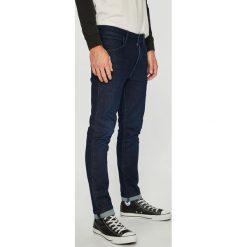 Wrangler - Jeansy Larston. Niebieskie jeansy męskie slim Wrangler, z aplikacjami, z bawełny. Za 329,90 zł.