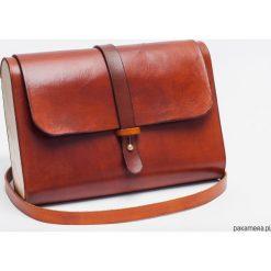 Torebka skórzana z drewnem R-4 koniak. Brązowe torebki klasyczne damskie Pakamera, z materiału. Za 410,00 zł.