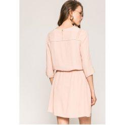 Answear - Sukienka. Szare sukienki ANSWEAR, na co dzień, l, z elastanu, casualowe, z okrągłym kołnierzem, mini, rozkloszowane. W wyprzedaży za 99,90 zł.
