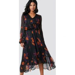 NA-KD Boho Sukienka midi z długim rękawem - Black. Niebieskie długie sukienki marki NA-KD Boho, na imprezę, w koronkowe wzory, z koronki, boho, na ramiączkach. Za 202,95 zł.