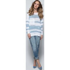 Swetry oversize damskie: Biały Luźny Sweter w Paski z Naszytą Kieszenią