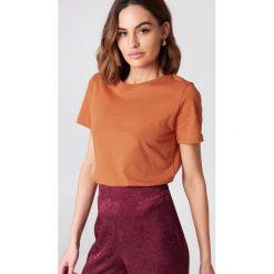 NA-KD Basic T-shirt basic - Orange. Pomarańczowe t-shirty damskie NA-KD Basic, z bawełny, z okrągłym kołnierzem. Za 52,95 zł.