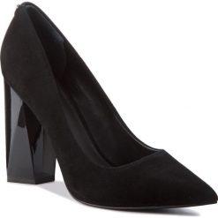 Półbuty GUESS - FLODE4 SUE08 BLACK. Czarne półbuty damskie skórzane marki Guess. Za 669,00 zł.