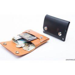 Skórzany portfel na karty, monety i dowód rejest. Czarne portfele damskie marki KIPSTA, m, z elastanu, z długim rękawem, na fitness i siłownię. Za 119,00 zł.