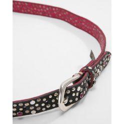 B.belt Pasek schwarz/pink. Czarne paski damskie marki b.belt, w paski, z materiału. W wyprzedaży za 575,20 zł.