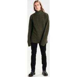 Swetry klasyczne męskie: Weekday SATELLITE TURTLENECK LIMITED EDITION Sweter green