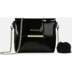 Czarna torebka przez ramię. Czarne torebki klasyczne damskie Kazar, ze skóry, zdobione. Za 469,00 zł.