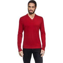 Swetry klasyczne męskie: Sweter w kolorze bordowym