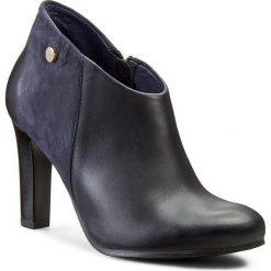Botki CARINII - K3118 Samdro 1811/Samuel 1680/2. Niebieskie buty zimowe damskie Carinii, z nubiku, na obcasie. W wyprzedaży za 199,00 zł.