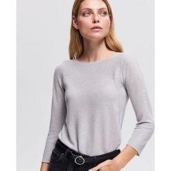 Sweter z błyszczącą nitką - Srebrny. Szare swetry klasyczne damskie Reserved, l. Za 69,99 zł.