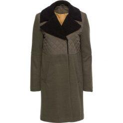 Płaszcze damskie: Płaszcz z materiału w optyce wełny bonprix zieleń jodły – czarny