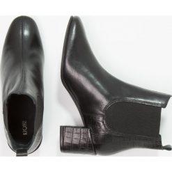 KIOMI Botki nero. Czarne botki damskie KIOMI, z materiału, klasyczne. W wyprzedaży za 189,50 zł.