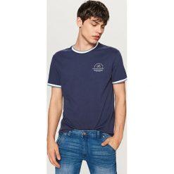 T-shirty męskie: T-shirt z ozdobnymi ściągaczami – Granatowy