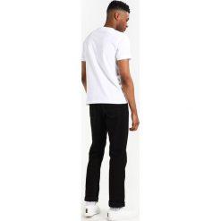 T-shirty męskie z nadrukiem: Original Penguin DISTRESSED LOGO TEE  Tshirt z nadrukiem bright white