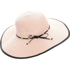 Różowy Kapelusz The Sun Fervour. Białe kapelusze damskie marki Born2be, na lato. Za 49,99 zł.