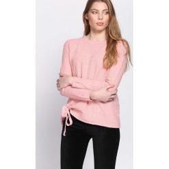 Swetry klasyczne damskie: Różowy Sweter Island