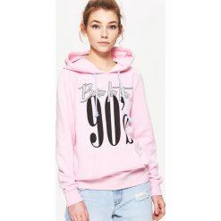 Bluzy damskie: Bluza typu hoodie z nadrukiem – Różowy