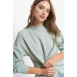 Nietoperzowy sweter z golfem. Brązowe golfy damskie marki Orsay, s, z dzianiny. Za 99,99 zł.
