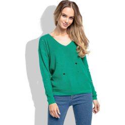 Zielony Klasyczny Sweter z Dekoltem w Szpic z Dziurami. Zielone swetry klasyczne damskie Molly.pl, na lato, uniwersalny, z jeansu, z klasycznym kołnierzykiem. Za 89,90 zł.