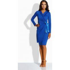 Sukienki: Kobieca kopertowa sukienka [chaber]