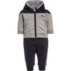 BOSS Kidswear SET Bluza rozpinana graumeliert. Niebieskie bluzy chłopięce rozpinane marki BOSS Kidswear, z bawełny. W wyprzedaży za 356,30 zł.