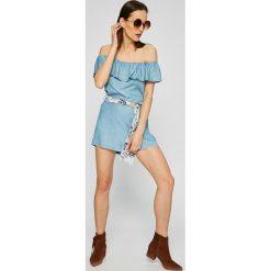 Guess Jeans - Kombinezon. Szare kombinezony z printem marki Guess Jeans, l, z denimu, bez ramiączek. W wyprzedaży za 339,90 zł.