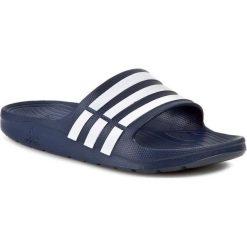 Klapki adidas - G15892  Newnav/Wht. Niebieskie chodaki męskie Adidas, z tworzywa sztucznego. Za 79,95 zł.