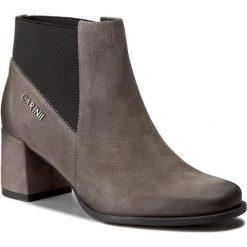 Botki CARINII - B4032 G65-000-PSK-C08. Szare buty zimowe damskie Carinii, z materiału, na obcasie. W wyprzedaży za 249,00 zł.