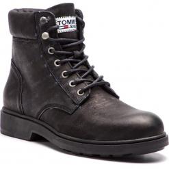 Kozaki TOMMY JEANS - Embossed Nubuck Boot EM0EM00234 Black 990. Czarne botki męskie Tommy Jeans, z jeansu. Za 649,00 zł.