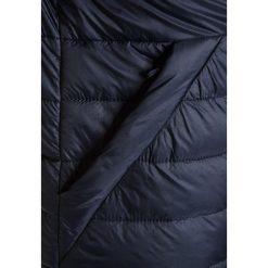 Abercrombie & Fitch PUFFER Kurtka zimowa navy. Niebieskie kurtki chłopięce zimowe Abercrombie & Fitch, z materiału. W wyprzedaży za 231,20 zł.