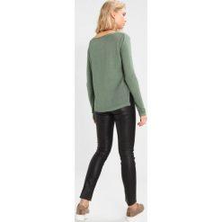 Swetry klasyczne damskie: ICHI RILLO  Sweter dark ivy