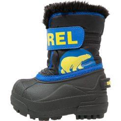 Sorel SNOW Śniegowce black/super blue. Niebieskie buty zimowe chłopięce Sorel, z materiału. Za 229,00 zł.