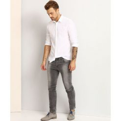 KOSZULA DŁUGI RĘKAW MĘSKA SLIM FIT. Szare koszule męskie slim marki Top Secret, m, z klasycznym kołnierzykiem, z długim rękawem. Za 49,99 zł.