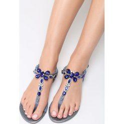 Niebieskie Sandały Thrilled. Niebieskie sandały damskie marki Born2be, z materiału, na obcasie. Za 69,99 zł.