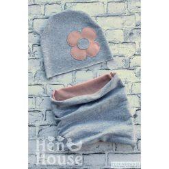 Komplet Flower czapka + komin. Szare czapeczki niemowlęce marki Pakamera, z dzianiny. Za 65,00 zł.