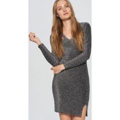 Brokatowa sukienka o dopasowanym kroju - Szary. Szare sukienki marki Cropp, l, dopasowane. Za 89,99 zł.