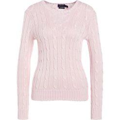 Polo Ralph Lauren JULIANNA Sweter pale pink. Czerwone swetry klasyczne damskie Polo Ralph Lauren, l, z bawełny, polo. Za 589,00 zł.