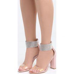 Różowe Sandały The Best Secret. Czerwone sandały damskie na słupku marki Born2be, z lakierowanej skóry, na wysokim obcasie. Za 89,99 zł.