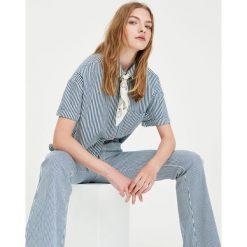 Jeansy dzwony w paski. Białe jeansy damskie Pull&Bear. Za 75,90 zł.
