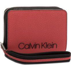 Duży Portfel Damski CALVIN KLEIN - Pop Touch Medium Zip K60K604313 627. Czerwone portfele damskie marki Calvin Klein, ze skóry ekologicznej. Za 279,00 zł.