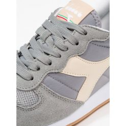 Diadora Tenisówki i Trampki neutral gray/bleached sand. Szare tenisówki damskie Diadora, z materiału. Za 379,00 zł.