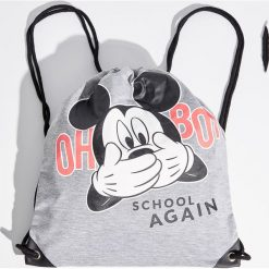 Plecak worek z nadrukiem Mickey Mouse - Szary. Szare plecaki damskie Sinsay, z motywem z bajki. W wyprzedaży za 29,99 zł.