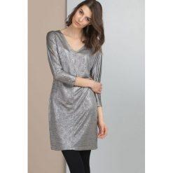 Sukienki hiszpanki: Sukienka z metalicznym połyskiem